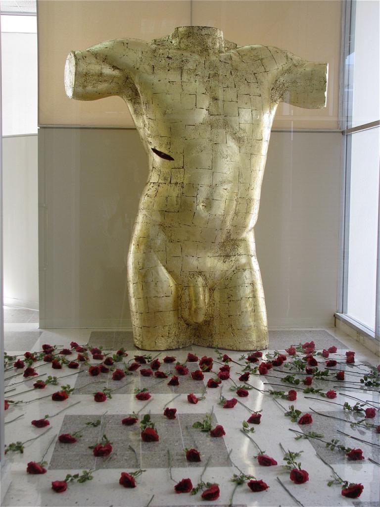 BODY AND BLOOD OF CHRIST, 2004, styrofoam, roses, 10ft, POR