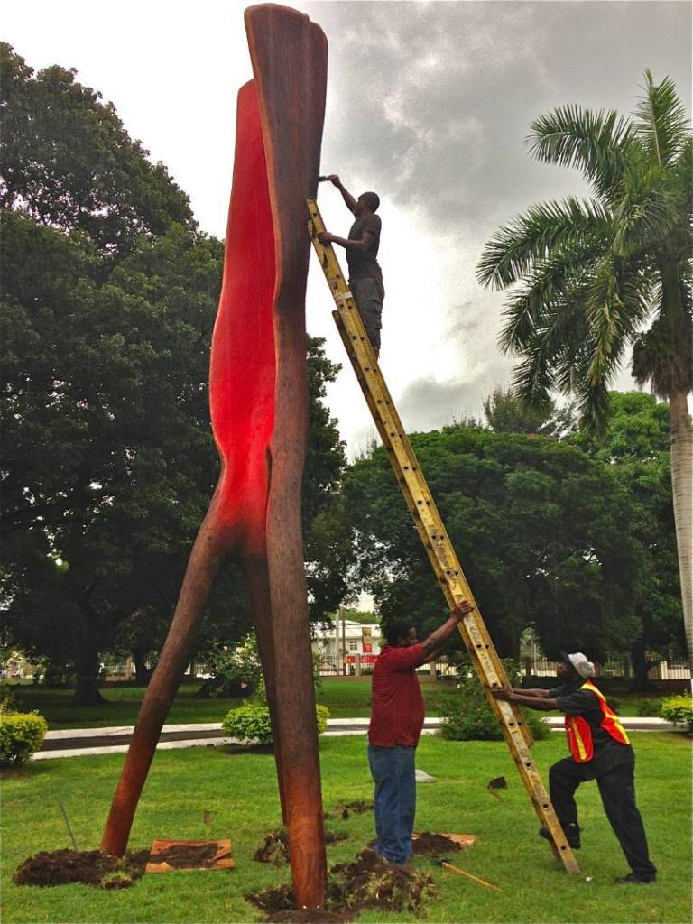 WALKING TREE in process, 2013, cedar, 24 feet, Devon House, Kingston, Jamaica. Installed 3 June 2015.